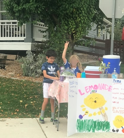 Kids Working At The Lemonade Stand